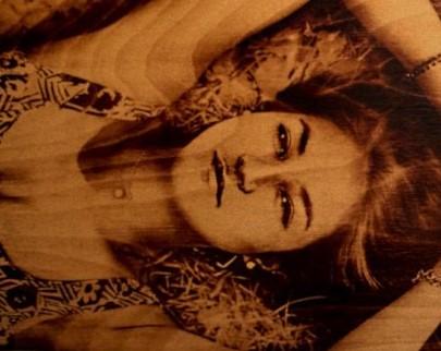 портрет на дереве на заказ в Саратове